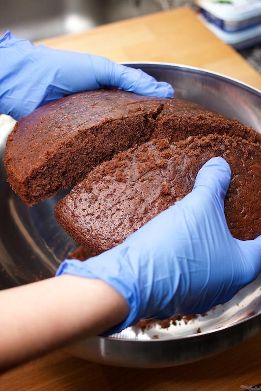 Para hacer los cakepops, podéis emplear el bizcocho que más os guste. Es preferible un bizcocho fino de miga pequeña.