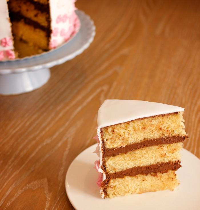 Nuestro primer experimento de tarta con fondant. Todo un éxito. Nadie murió atragantado.