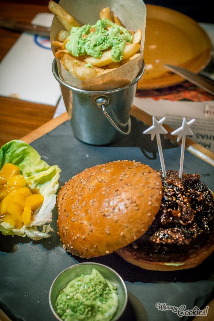 WagYú burger, posiblemente la combinación más rara que hayamos probado en una hamburguesa. Y la más acertada. ¡Viva el wasabi!