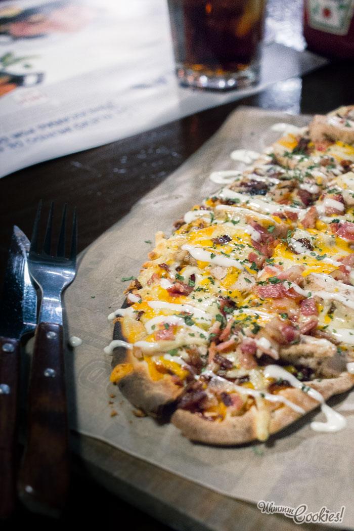 No nos digáis que este «BBQ & Ranch Chicken Flatbread» no tiene un puntito rústico que llama la atención.