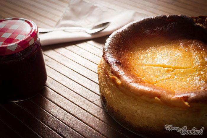 Efectivamente, nuestra «New York Cheesecake» lleva crema agria y un torrente obsceno de sabor.