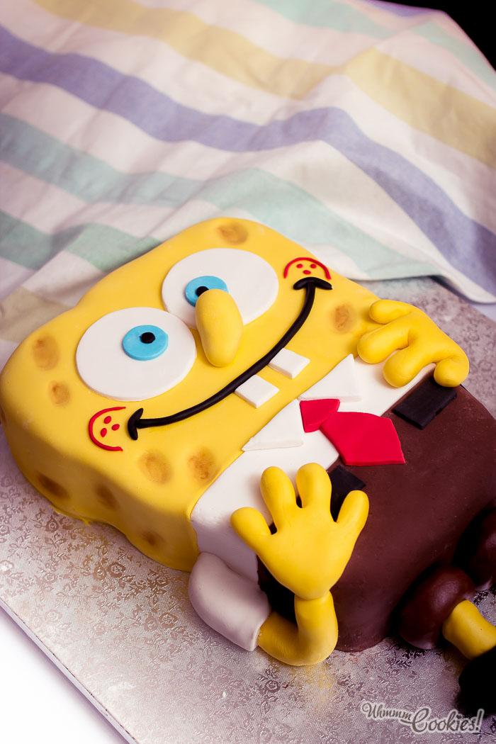 Es Bob Esponja inmortalizado durante 4 minutos en una tarta. Lo sentimos pero no podemos aguantar más sin comérnoslo.