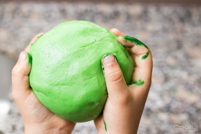 También podéis usar esta masa para hacer puños de Hulk. Pero lo dejaremos para otro post.